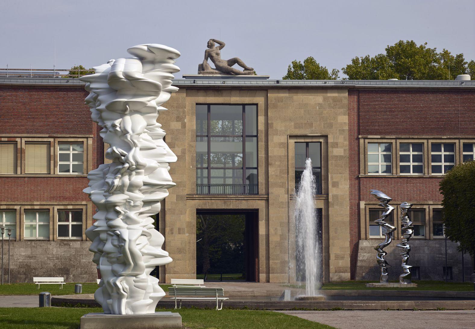 Tony Cragg im Ehrenhof, Düsseldorf